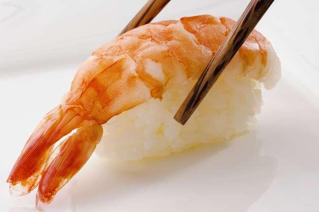 <p>O sushi possui altas doses de carboidrato e uma porção pequena de proteína</p>