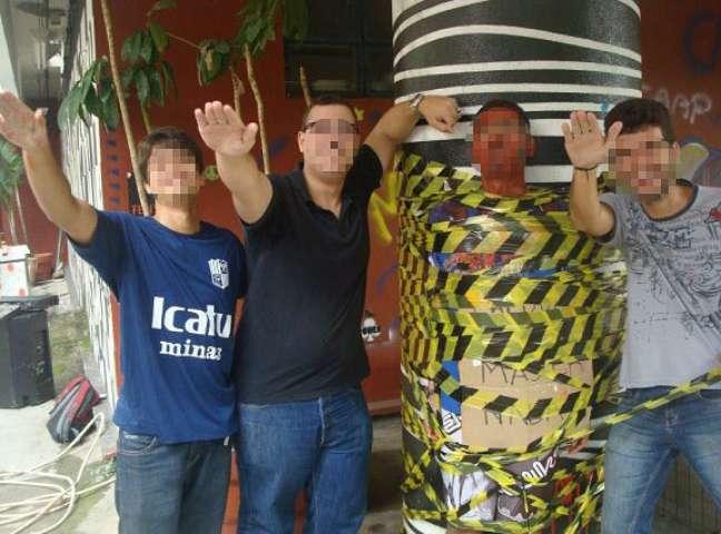 <p>Calouro da UFMG foi preso àpilastra enquanto estudantes fizeram saudação nazista durante trote em 2013; veterano envolvido também foi expulso</p>