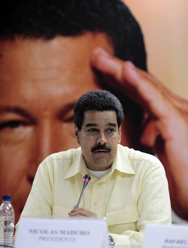 Imagem mostra Maduro em reunião com os chefes do Comando Hugo Chávez, hoje, em Caracas