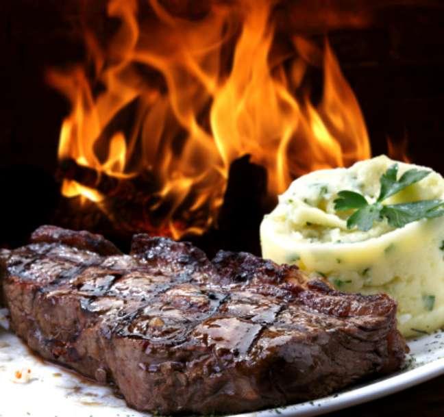 <p><strong>Bife:</strong>de acordo com Bassi, as melhores carnes para serem feitas em bife são o contrafilé e a alcatra. A picanha pode ser também em postas. Uma peça de picanha costuma render seis postas, disse</p>