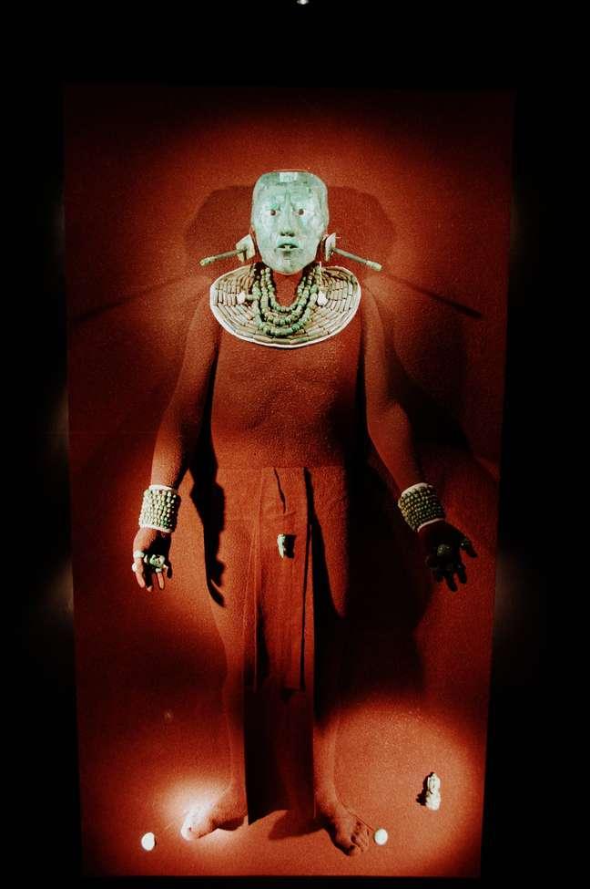 A capital do México é a cidade mais antiga das Américas. Fundada em 1325 pelos astecas, em seus quase 700 anos a metrópole acumulou muitas histórias, reuniu muitos povos, e, não à toa, se tornou um dos centros culturais mais ricos do mundo. Em suas ruas, praças, prédios, museus e parques é possível encontrar verdadeiros tesouros  tanto das antigas civilizações que viveram no México, como maias e astecas  quanto de artistas modernos, como os muralistas do começo do século 20. Acima, as peças encontradas na tumba de Kihnich Janaab Pakal, rei maia da cidade de Palenque, hoje guardadas no Museu Nacional de Antropologia.