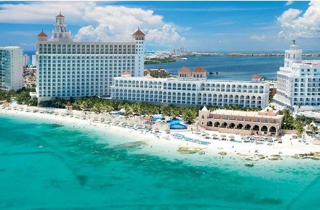 Nos últimos anos Cancún vem se tornando um destino cada vez mais procurado para a realização de eventos corporativos. A combinação de ampla rede hoteleira e paisagens paradisíacas fazem da cidade mexicana um lugar ideal para organizar convenções, treinamentos e confraternizações. Conheça a seguir os hotéis que oferecem as melhores instalações para encontros empresariais na região