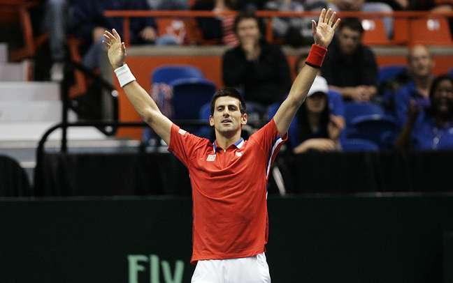<p>Djokovic fez dois pontos na vit&oacute;ria da S&eacute;rvia por 3 a 1</p>