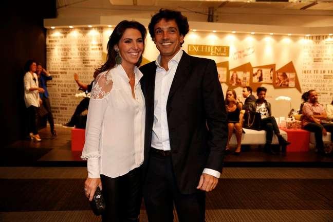 A jornalista e apresentadora Glenda Kozlowski vai ao Fashion Rio com o namorado, o dentista Luís Tepedino