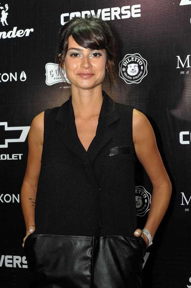 <p>A atriz cortou a franja para viver sua próxima personagem, na novela global 'Sangue Bom'</p>