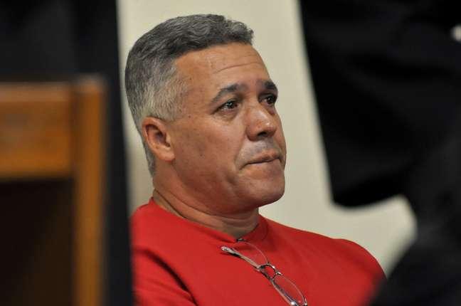 <p>Ex-policial Bola chorouno primeiro dia de seu julgamento no Fórum de Contagem, em Minas Gerais</p>