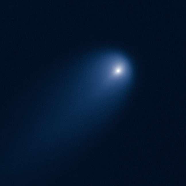 Os cometas são compostos basicamente por gelo, além de poeira, formada por pequenos fragmentos rochosos e gases congelados