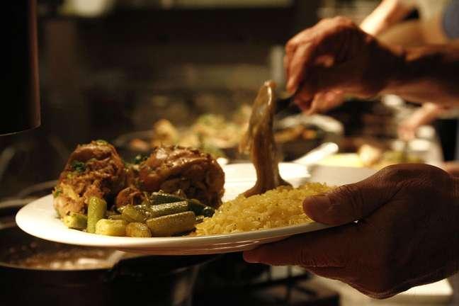 <p>Para acompanhar, prepare pirão, arroz com pequi, farofa e quiabo</p>