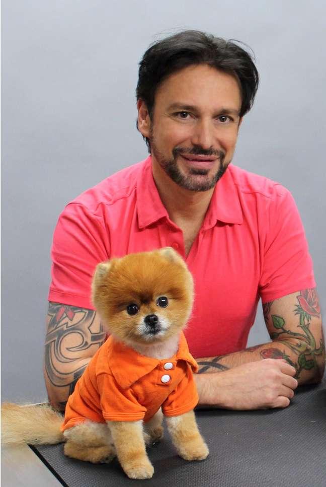 <p>O pet stylist Jorge Bendersky é um dos divulgadores da nova tendência norte-americana</p>
