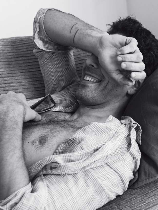 <p>Foto do ensaio sensual de Rodrigo Oliveira para a revista</p>