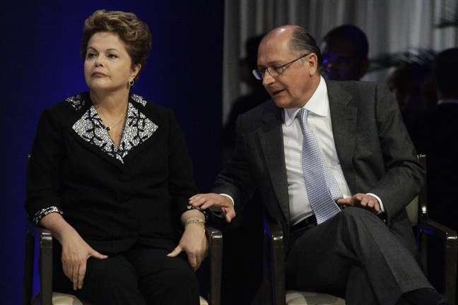 <p>Dilma e governador Alckmin dividiram o palanque na posse do novo presidenteda Facesp e ACSP em São Paulo</p>