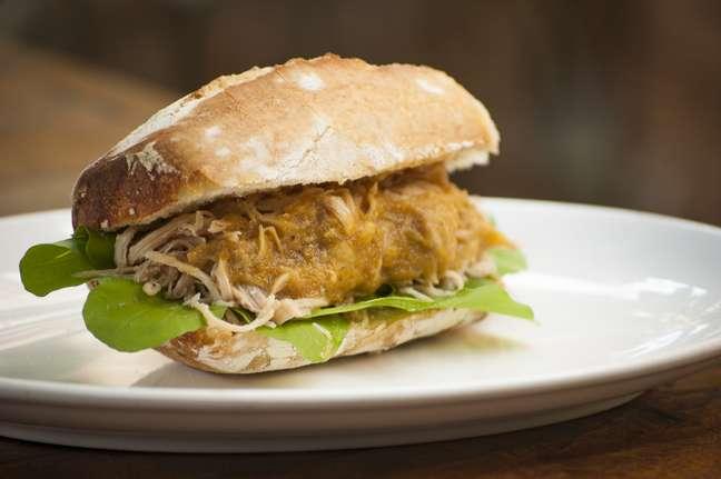 <p>Panino di Tacchino,sanduíche fiorentino de peru com rúcula e molho quente da ave,(R$15), deBenny Goldenberg, daMangiare Gastronomia</p>