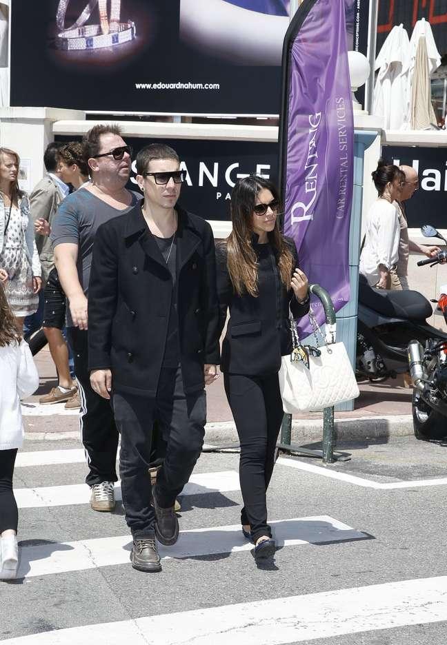 Mariana Rios e Di Ferrero foram clicados nesta segunda-feira (20) circulando pela Coisette, durante o festival de cinema de Cannes