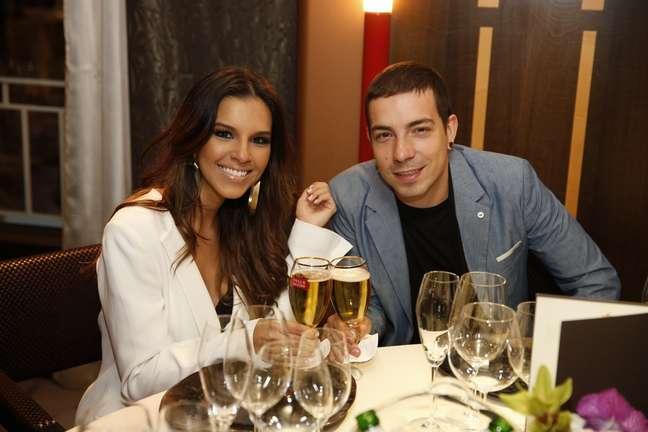 Famosos brasileiros participaram do jantar de boas vindas oferecido pela cervejaria Stella Artois em Cannes, na França, nesta segunda-feira (20). Na foto, o casal Di Ferrero e Mariana Rios