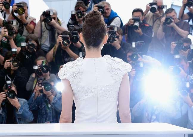 <p>O elenco do filme &#39;The Immigrant&#39; participou de uma sess&atilde;o de fotos nesta sexta-feira (24) no festival de cinema de Cannes. Entre os presentes estavam o atores Marion Cotillard e Jeremy Renner e o diretor James Gray</p>