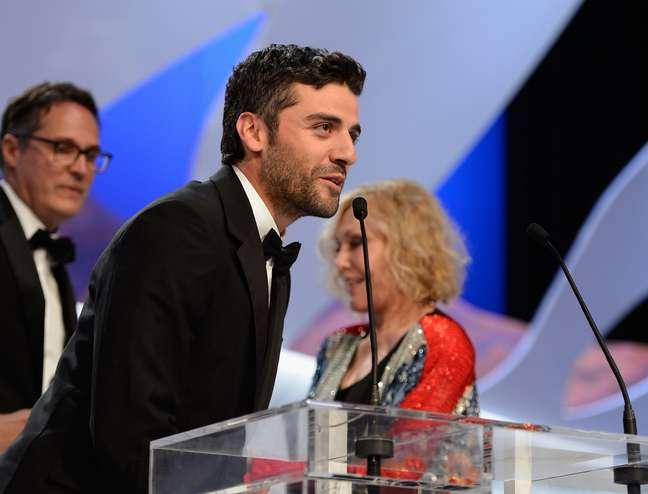 O ator Oscar Isaac recebeu o prêmio pelos diretores