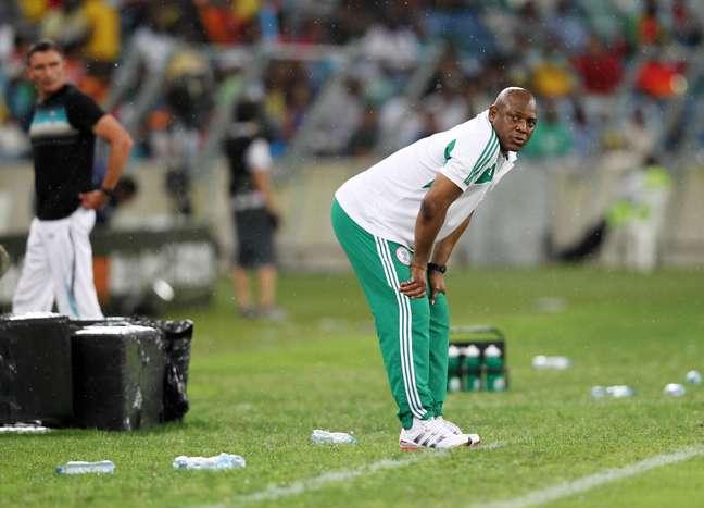 <p>Stephen Keshi tem repetido testes com jovens jogadores desde a convoca&ccedil;&atilde;o para a&nbsp;Copa Africana</p>