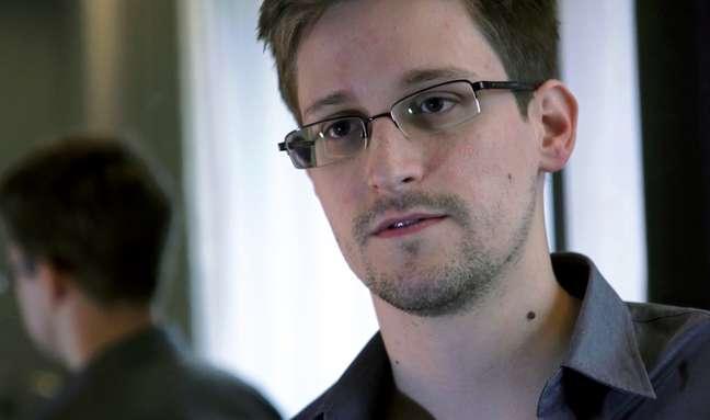 <p>Edward Snowden &eacute; acusado de espionagem, roubo e uso indevido de propriedade do governo dos EUA</p>