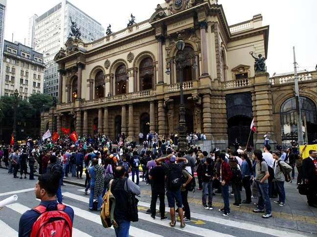 <p>Heterogêneo, Movimento Passe Livre não tem comando estabelecido, e conquista as ruas de São Paulo em protestos contra reajuste na passagem</p><p></p>