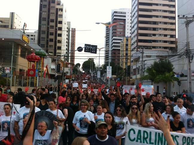 Cerca de 6 mil pessoas foram às ruas protestar contra a insegurança em Fortaleza