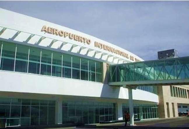 O Aeroporto Internacional de Torreón Francisco Sarabia recebeu mais de 375 mil passageiros em 2011, e é a principal porta de entrada para a cidade mexicana
