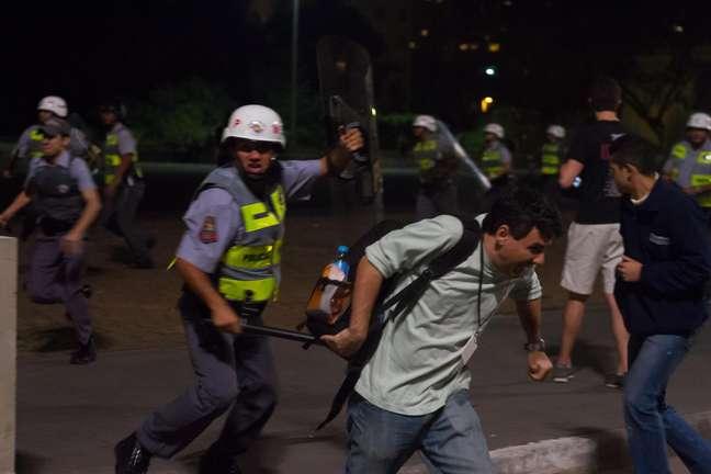 <p>Vagner Magalh&atilde;es levou um golpe de cassetete de um policial militar enquanto cobria o protesto</p>