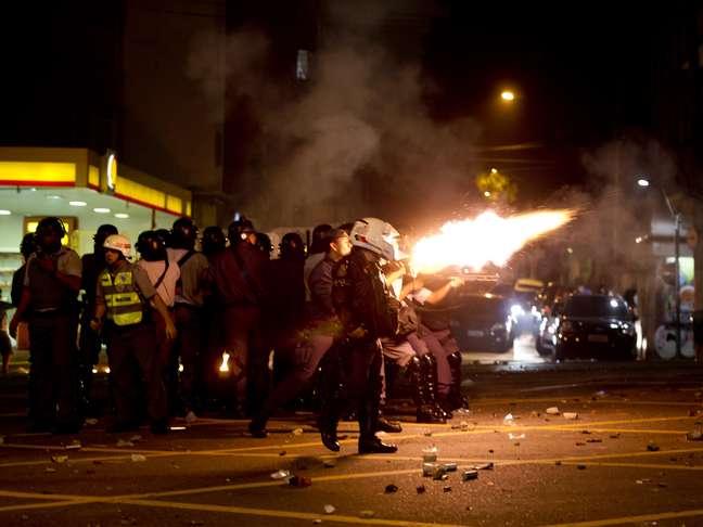 <p>Policiais e manifestantes se enfrentaram em protesto nesta quinta-feira</p>