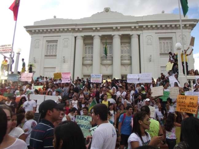 Milhares de acreanos ocuparam as ruas da capital Rio Branco