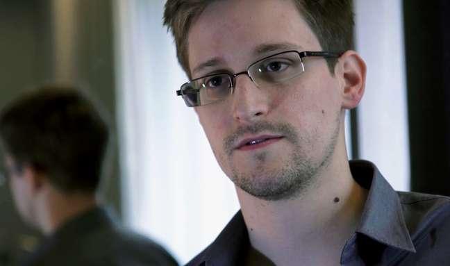 Edward Snowden é acusado de espionagem, roubo e uso indevido de propriedade do governo dos EUA