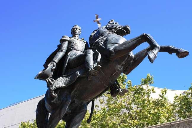 Filho mais ilustre de Caracas, Simón Bolívar tem estátuas por toda a cidade e dá nome a uma série de locais