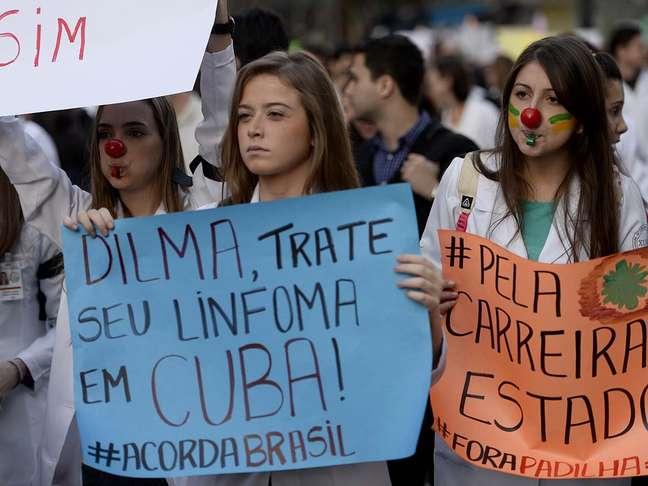 <p>Médicos e estudantes protestaram na avenida Paulistacontra a propostade trazer profissionais do exterior</p>