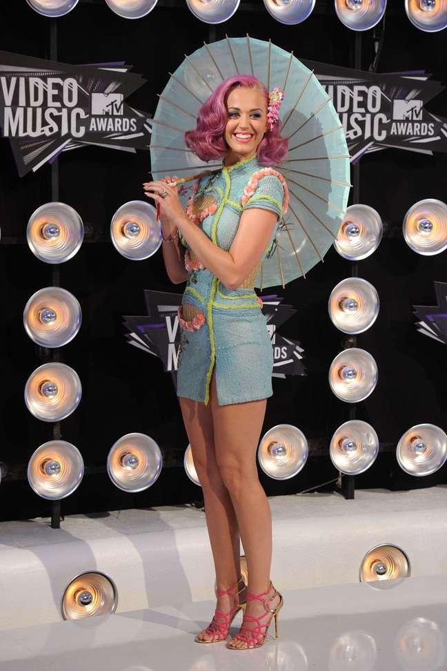 <p>Katy Perry tem o visual inspirado na personagem Lolita, do filme homônimo de Stanley Kubrick</p>