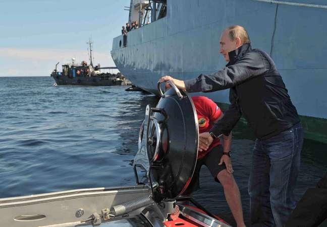 <p>Putin submergiu cerca de 60 metros</p>