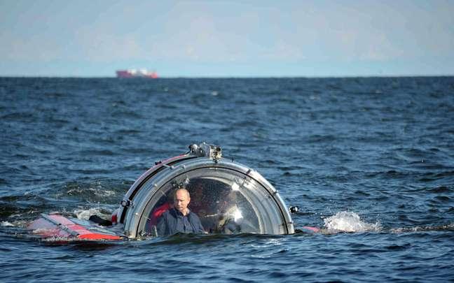 <p>Presidente russo na cabine do submarino</p>