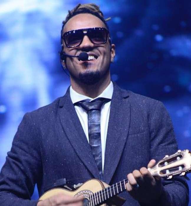O cantor contou que se inspirou em Lenny Kravitz para mudar o visual