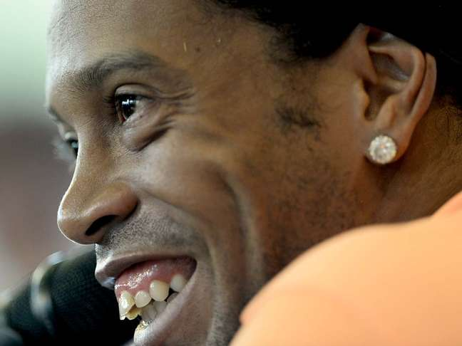 <p>Ronaldinho durante entrevista coletiva de terça-feira: mais sorrisos e menos comentários sobre a primeira final</p>