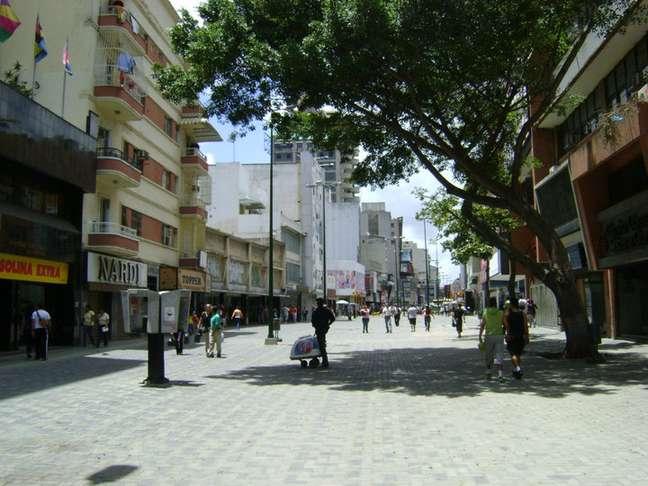 O Bulevar de Sabana Grande é a principal área comercial de Caracas. Um bom lugar para fazer compras ou para uma caminhada acompanhada de um café