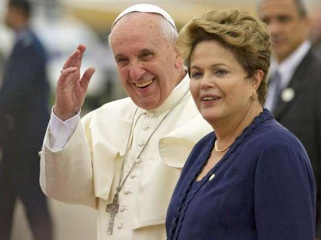 <p>Papa em encontro com a presidente Dilma, no primeiro dia da viagem ao Brasil</p>