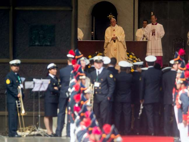 <p>Papa Francisco reza uma missa na Catedral Metropolitana do Rio de Janeiro</p>