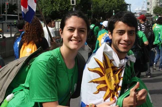 <p>Santina e Imanoel, de Santa Fé, Uruguai, já sob o sol que chegou ao Rio de Janeiro após início de manhã chuvosa e cinzenta</p>