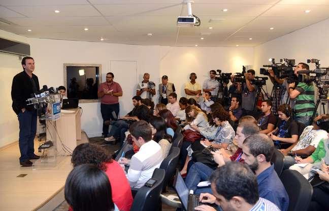Paes em coletiva de imprensa no Centro de Operações Rio
