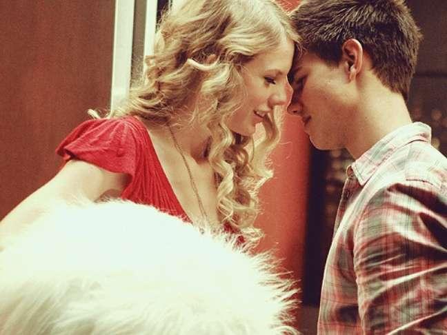 <p>Na foto, a cantora com Taylor Lautner</p>