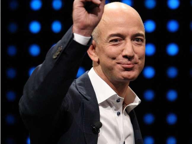 <p>O CEO da Amazon, Jeff Bezos, ganhou a votação realizada pela internet com 20 mil pessoas</p>