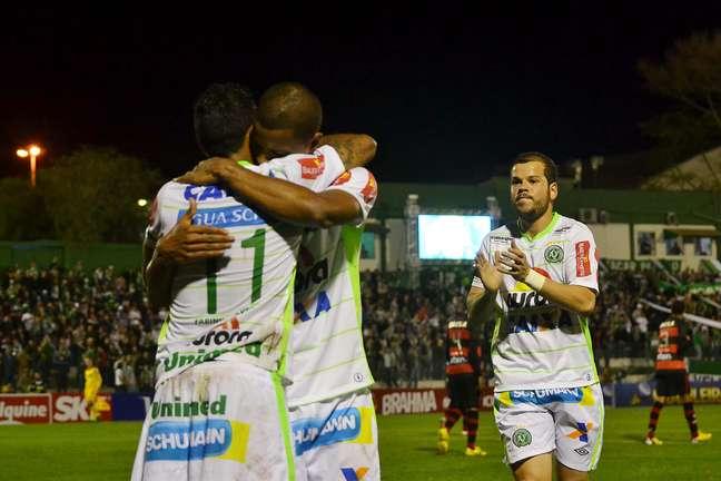 <p>Equipe de Chapecó segue na cola do Palmeiras pela liderança</p>