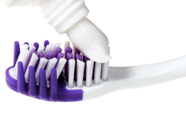As pastas de dentes possuem características diferentes e, por isso, devem ser indicadas pelos dentistas para que se enquadrem nas necessidades de cada paciente