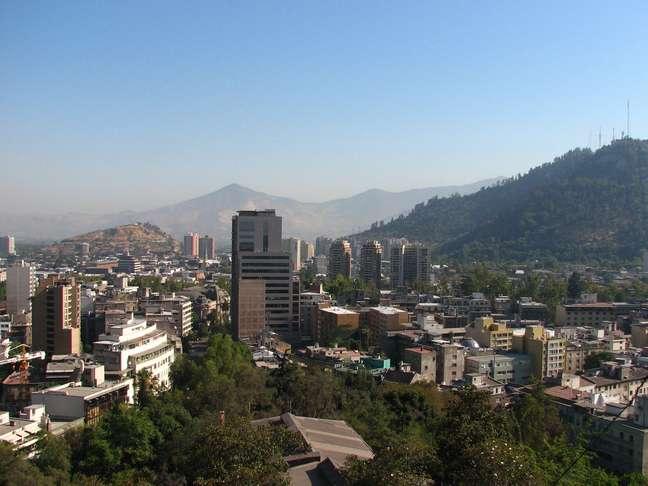 Se você quer ter uma bela vista de Santiago e ao mesmo tempo conhecer o local onde a capital chilena nasceu, o lugar ideal para visitar é o Cerro Santa Lucia