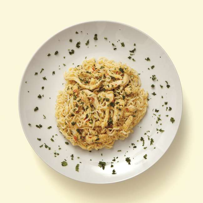 <p>Miojo com galinha caipira, milho verde e queijo serra da canastra da chef Morena Leite</p>