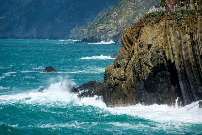 <p>O Parque Nacional de Cinque Terre fica em região litorânea da Itália</p>