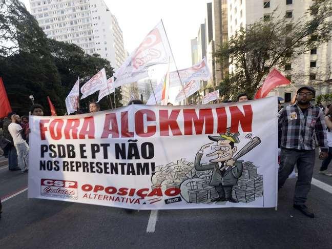 <p>Sindicalistas ligados à CSP-Conlutas criticam tanto o PT quanto o PSDB</p>
