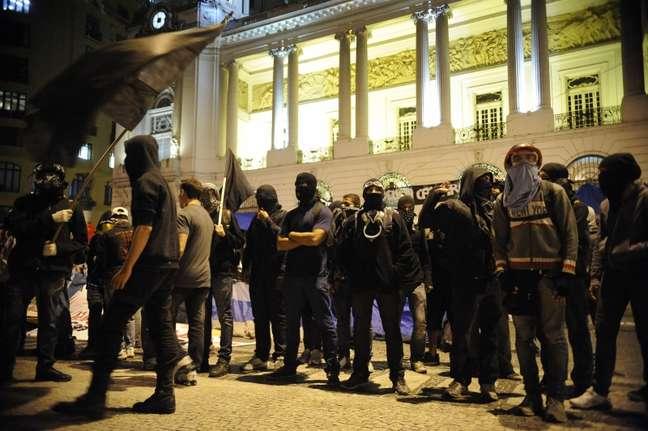 <p>Ministério Público quer evitar eventuais abusos cometidos por policiais sem identificação</p>